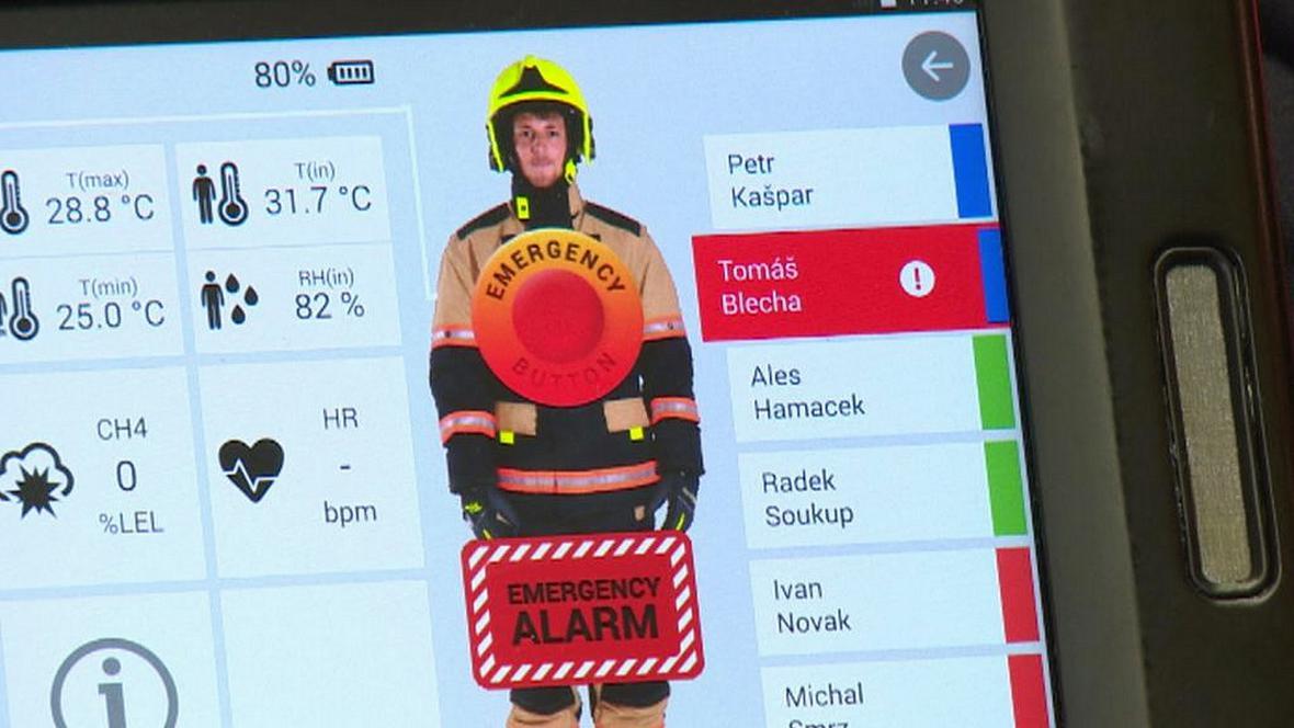 Monitor sledující hasiče