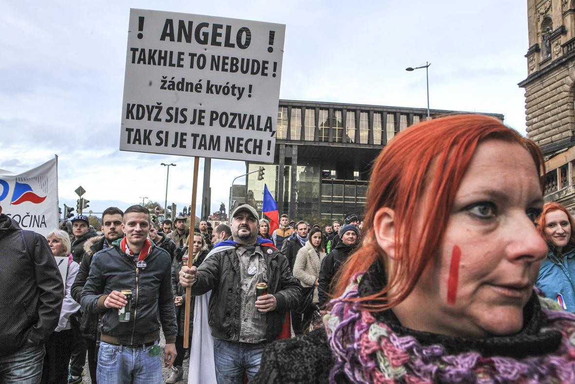 Z demonstrace Za naši kulturu a bezpečnou zem na Václavském náměstí