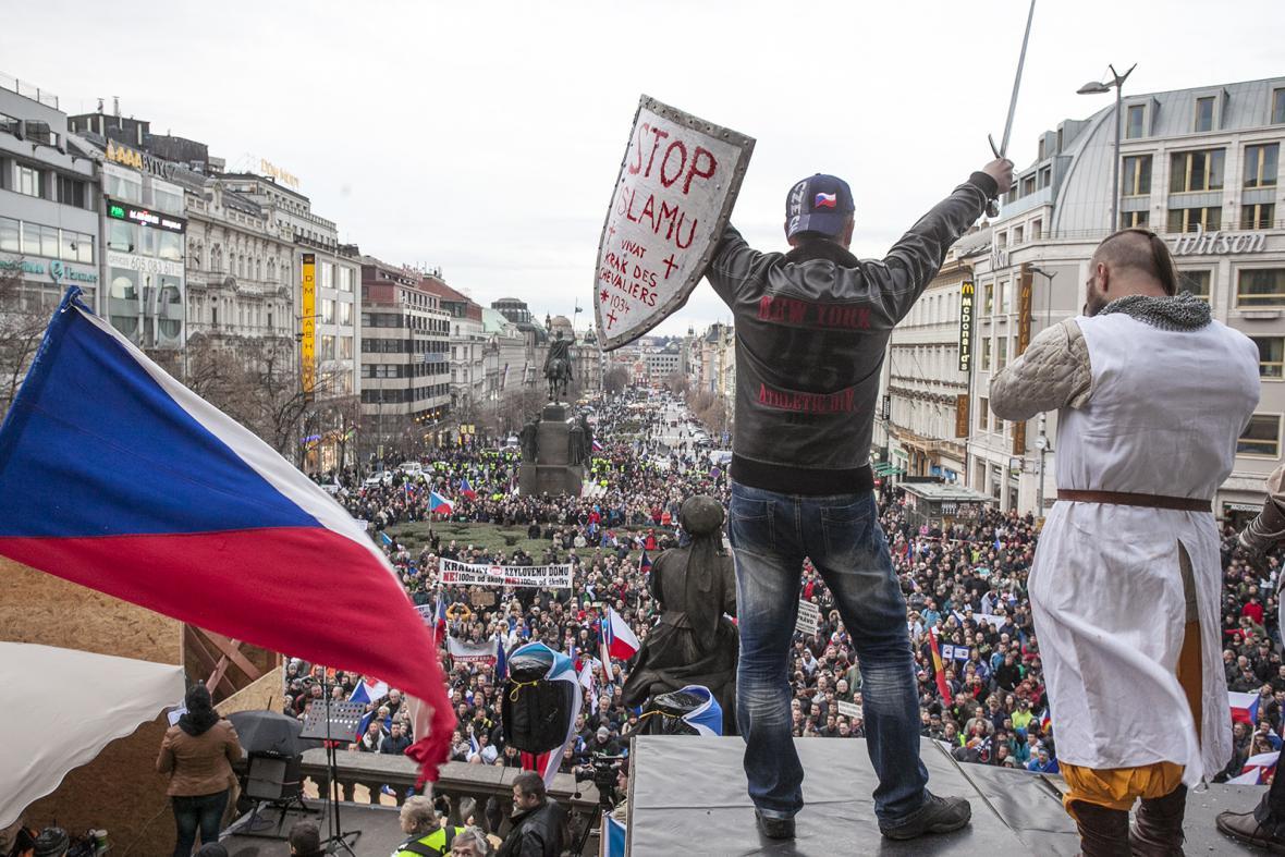 Jiří Černohorský na demonstraci Za naši kulturu a bezpečnou zem na Václavském náměstí