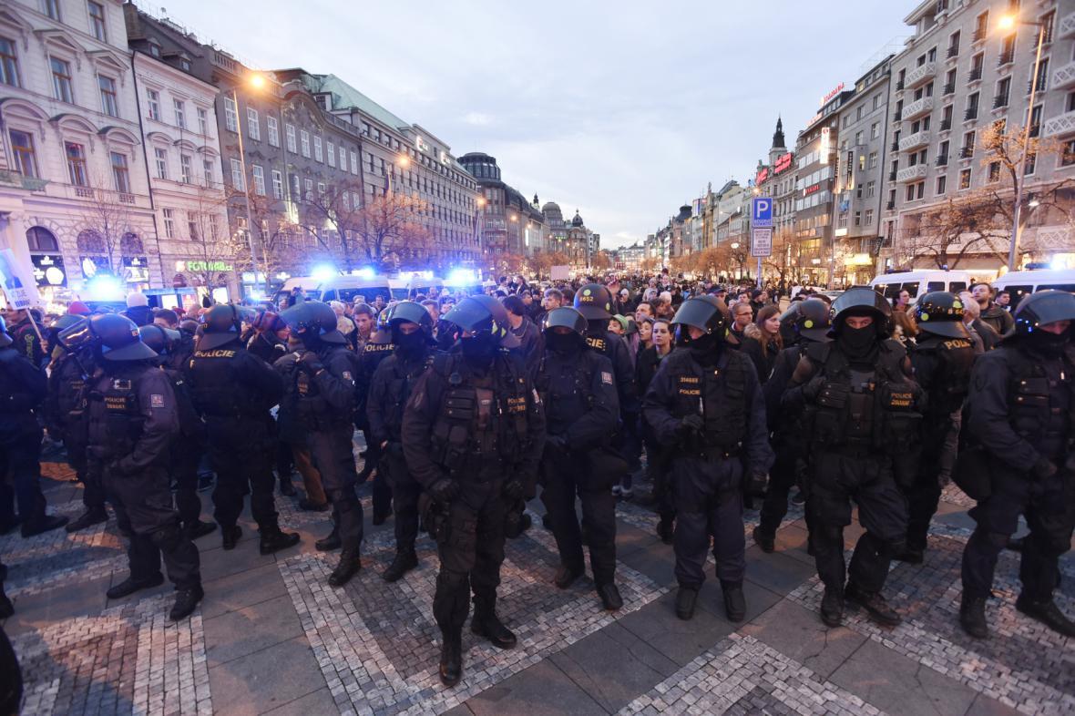 17. 11. 2015 - Václavské náměstí