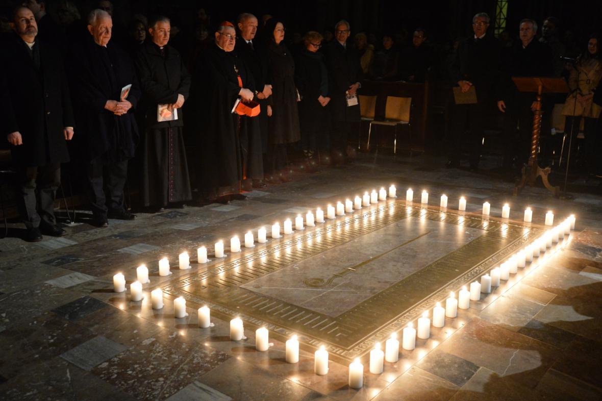 Kardinál Dominik Duka se zúčastnil ekumenické modlitby za oběti totalitních režimů v Katedrále sv. Víta v Praze