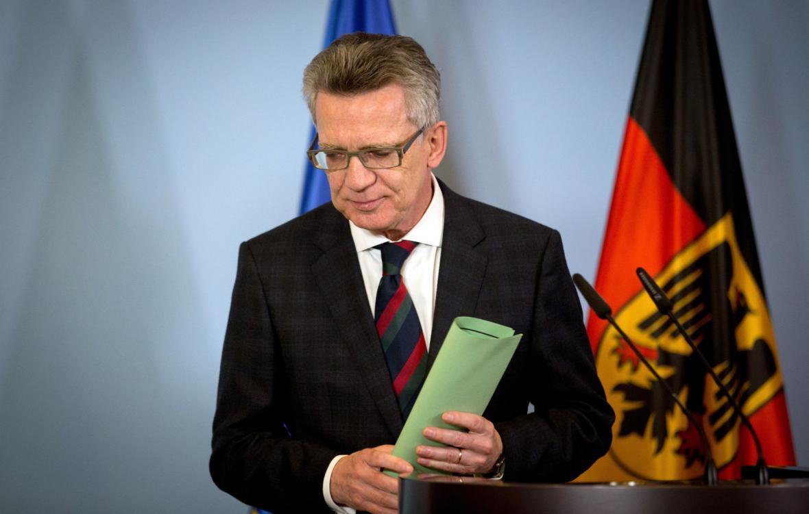 Německý ministr vnitra Maizière k událostem v Hannoveru