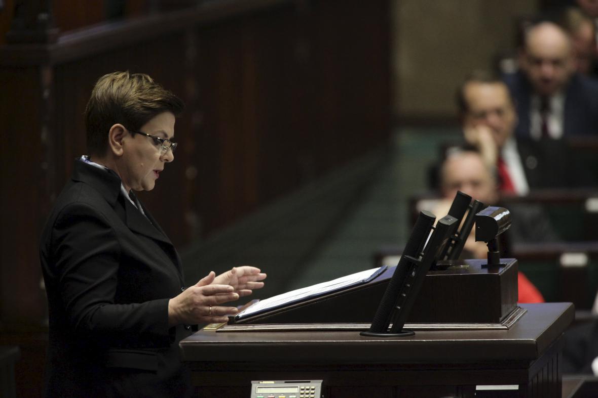 Beata Szydlová představuje program své vlády v polském Sejmu