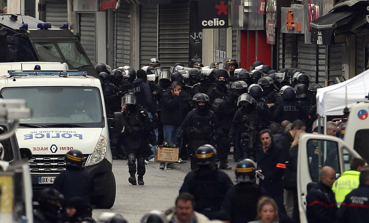 Policejní zásah v pařížské čtvrti Saint-Denis
