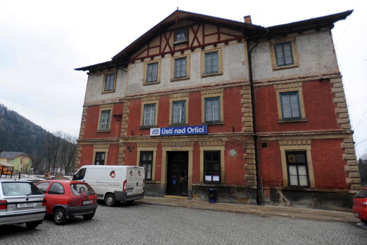 Historická budova nádraží v Ústí nad Orlicí