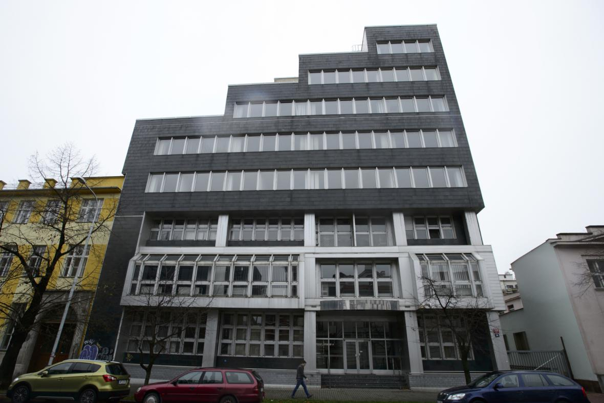 Budova v ulici U Průhonu, kde má být nová radnice Prahy 7