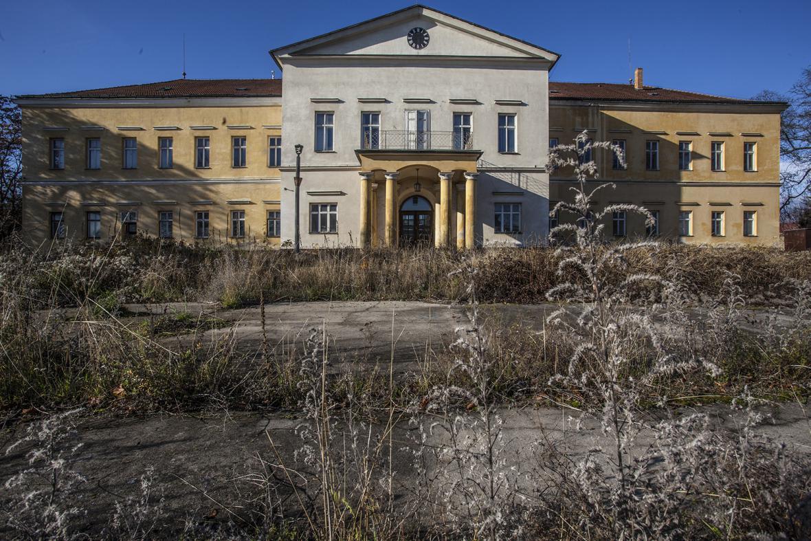 Žil tady Heydrich i Dáma ve zlatém. Co bude se zámkem dál?