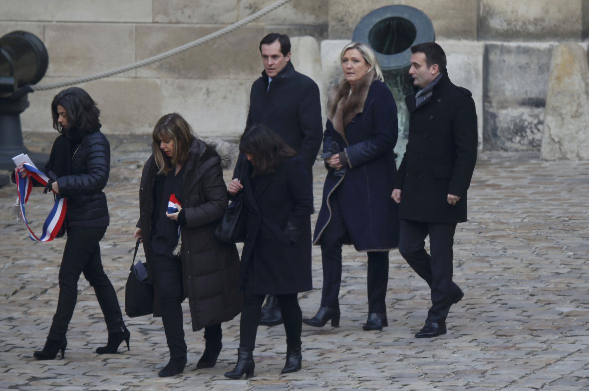Pietní akt na počet obětí teroristických útoků v pařížské Invalidovně