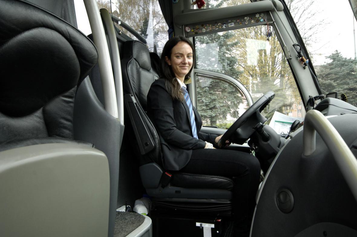 Řidička dálkového autobusu