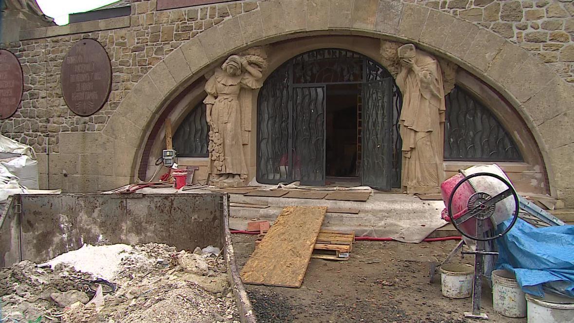 Památník se musí před otevřením vysušit
