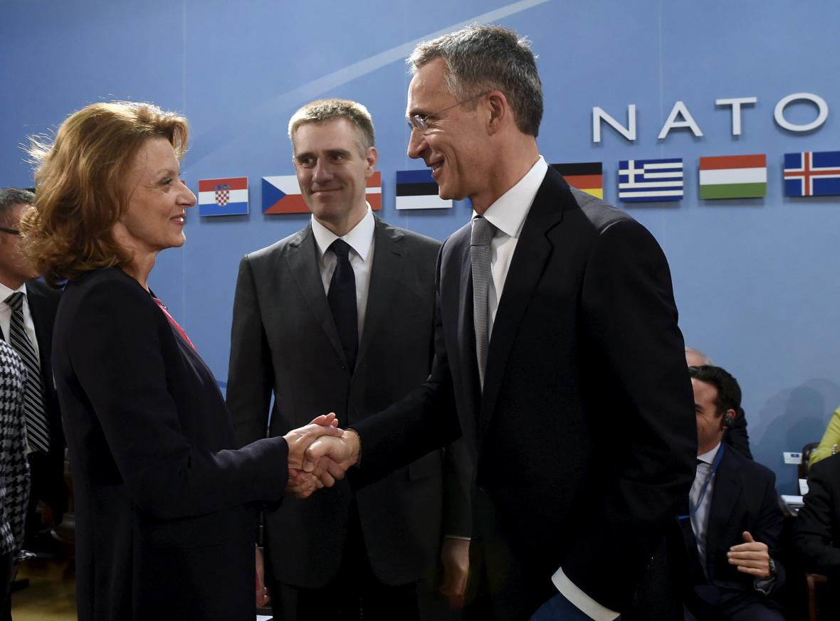 Generální tajemník NATO Rasmussen a černohorský ministryně obrany Pejanovičová