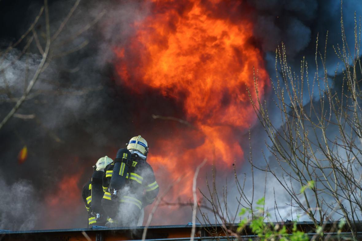 Požár průmyslového areálu v Turnově