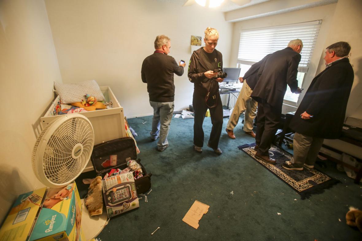 Policie pustila novináře do domu střelců ze San Bernardina