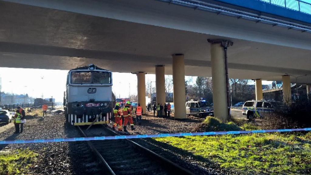 Kamion se ve Frýdku-Místku srazil s vlakem