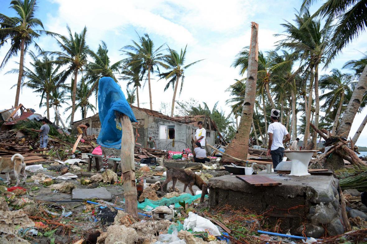 Tajfun Melor pustoší Filipíny