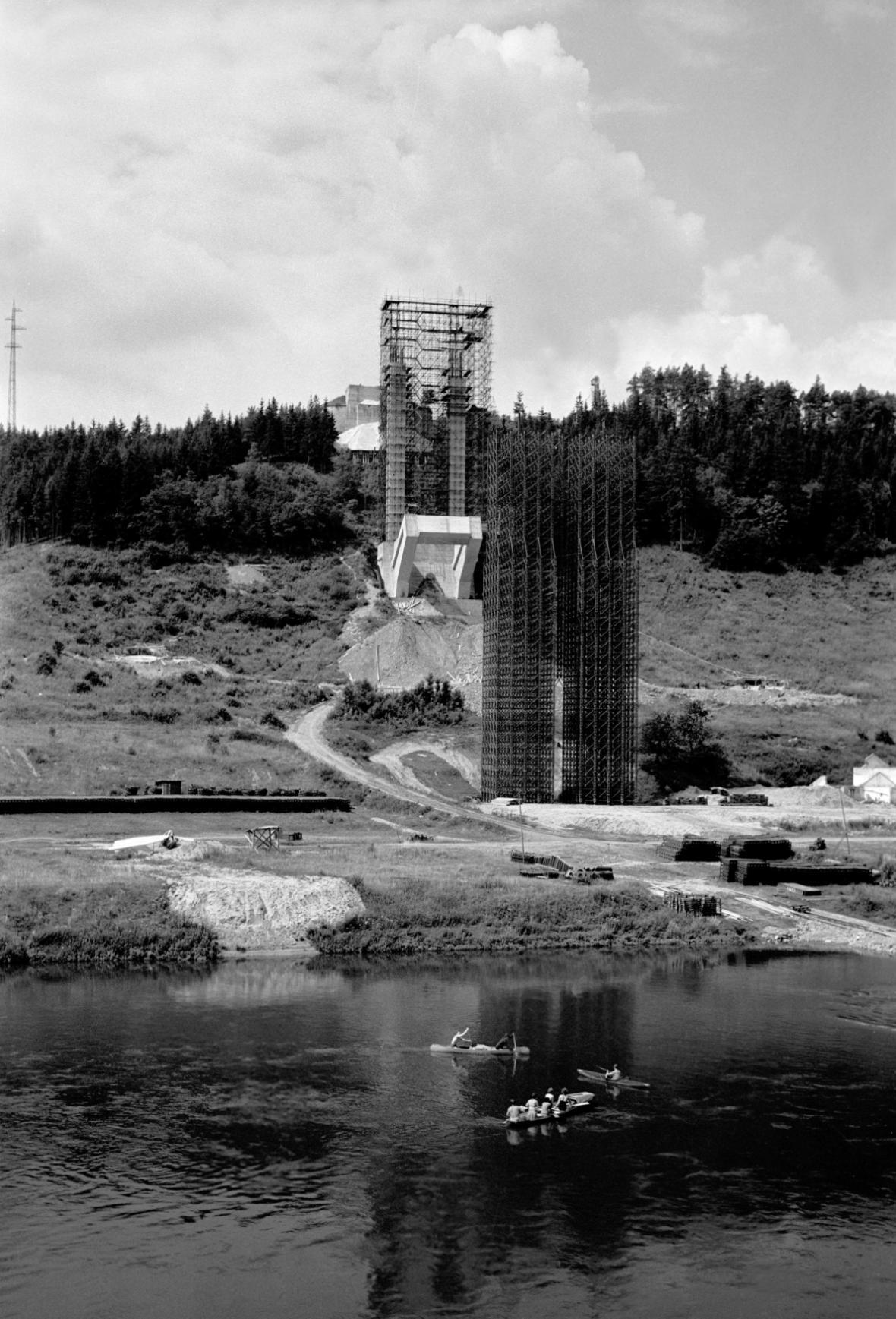 Stavba Žďákovského mostu