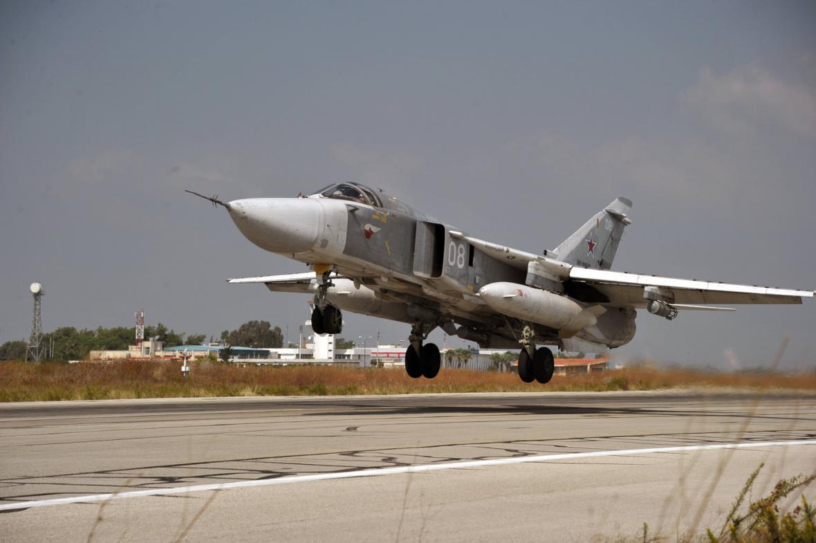 Ruský Su-24 na základně v Sýrii