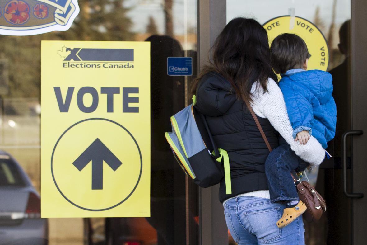 Vchod do volební místnosti v kanadském Calgary