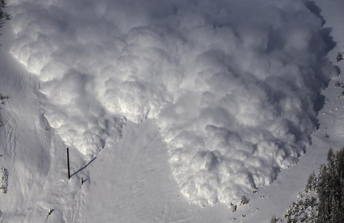 Lavina v Alpách. Ilustrační foto.