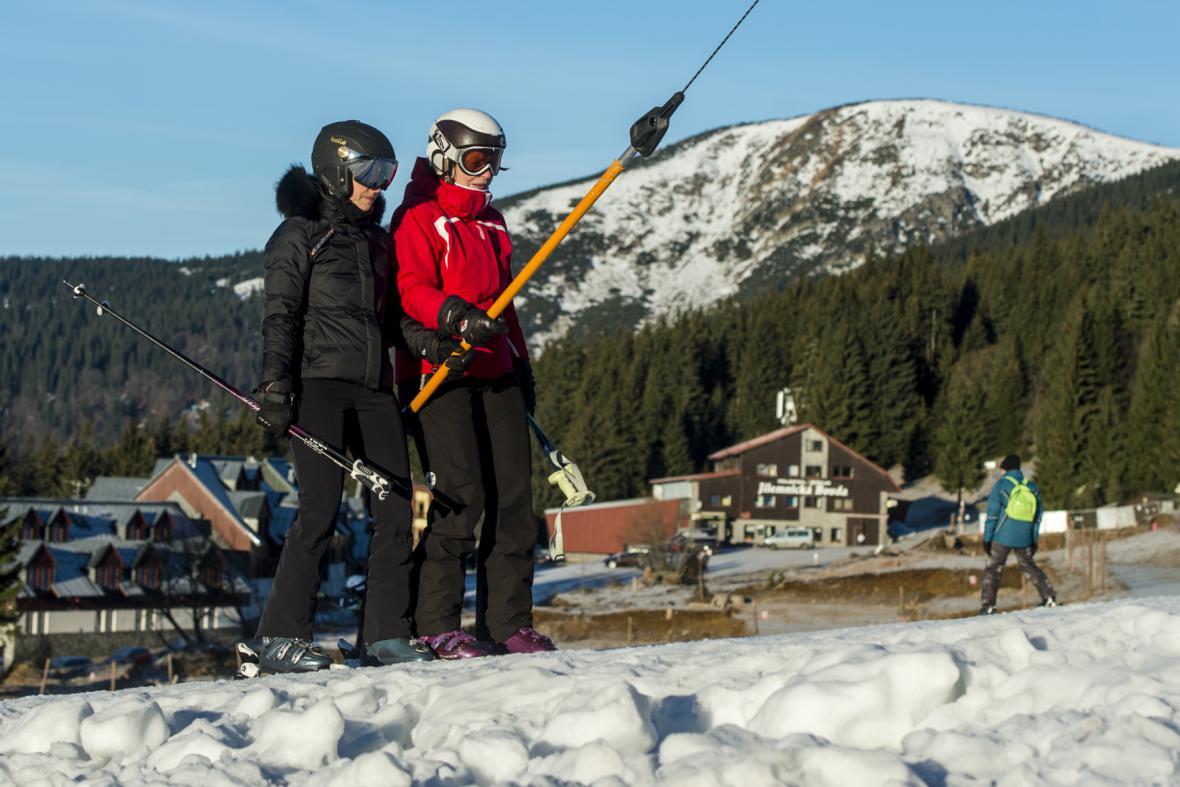 Ne všechny školy organizují lyžařské kurzy
