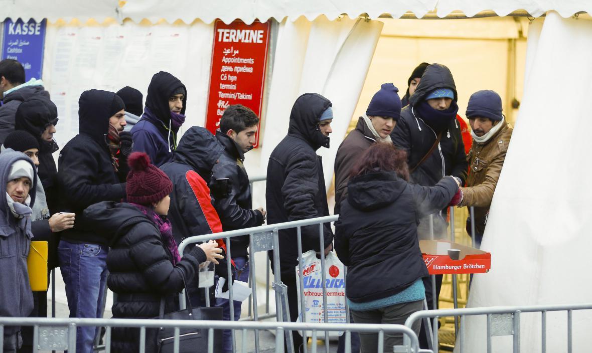 Uprchlíci čekají v Berlíně na registraci