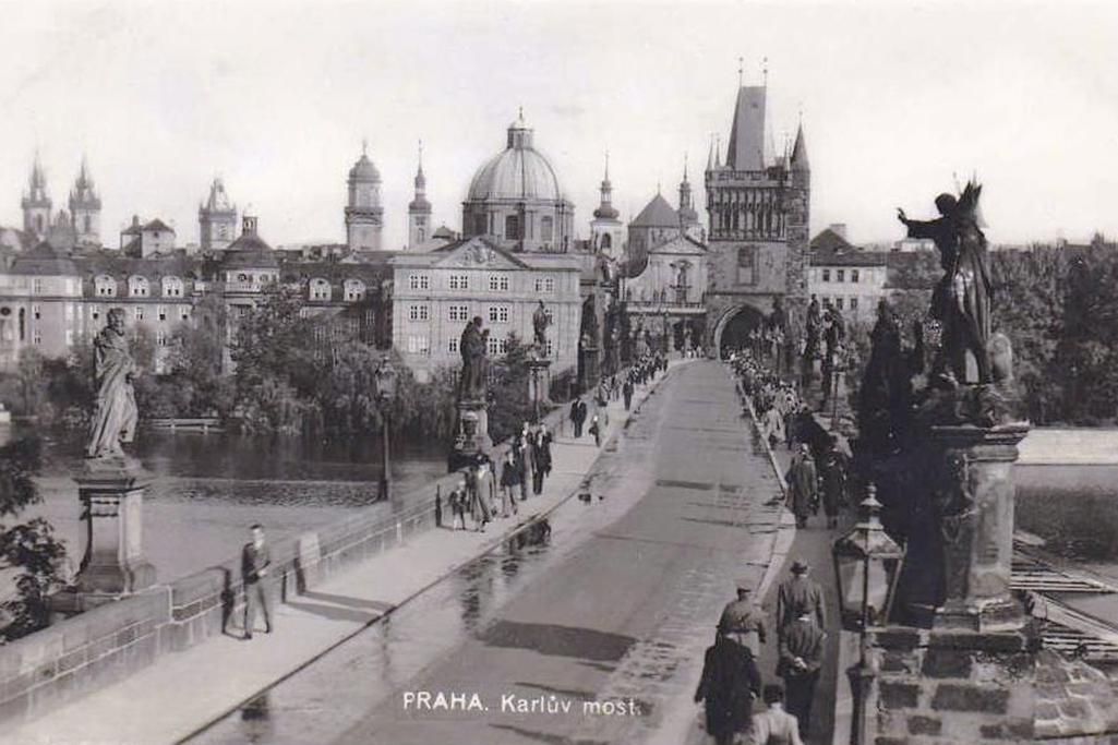 Karlův most v historických obrazech