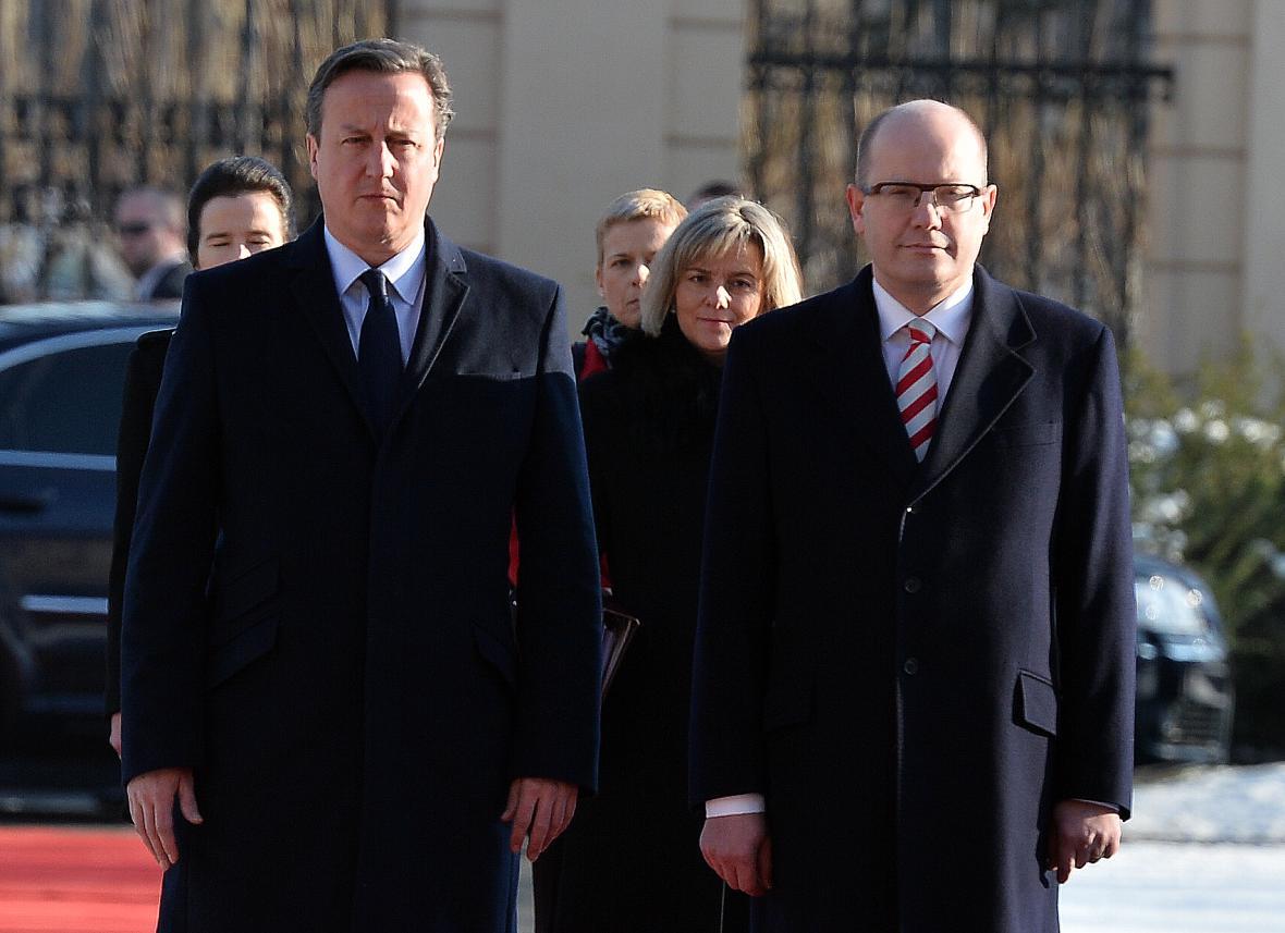 Premiér Bohuslav Sobotka přivítal v Praze britského premiéra Davida Camerona (vlevo).