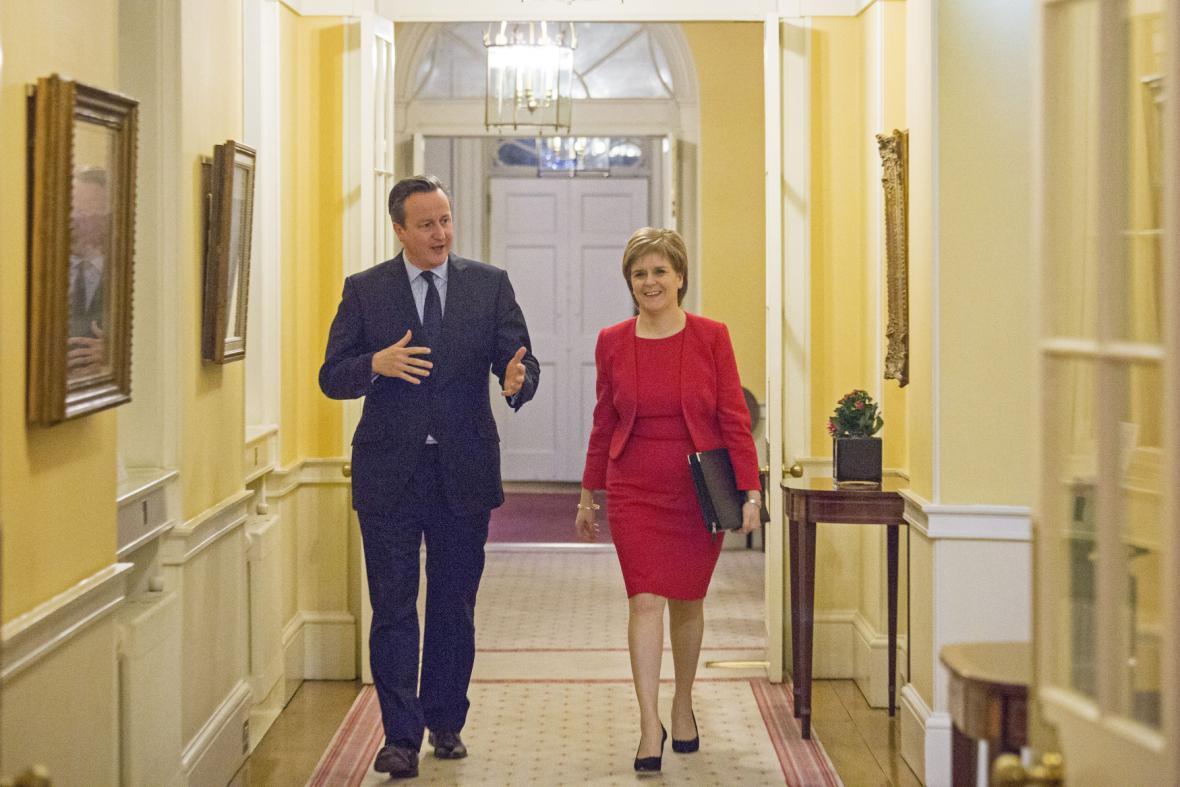 Sturgeonová v rozhovoru s Davidem Cameronem