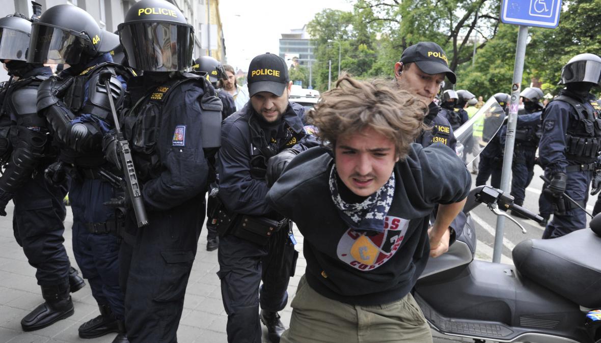 Při demonstraci v Brně policie nasadila těžkooděnce