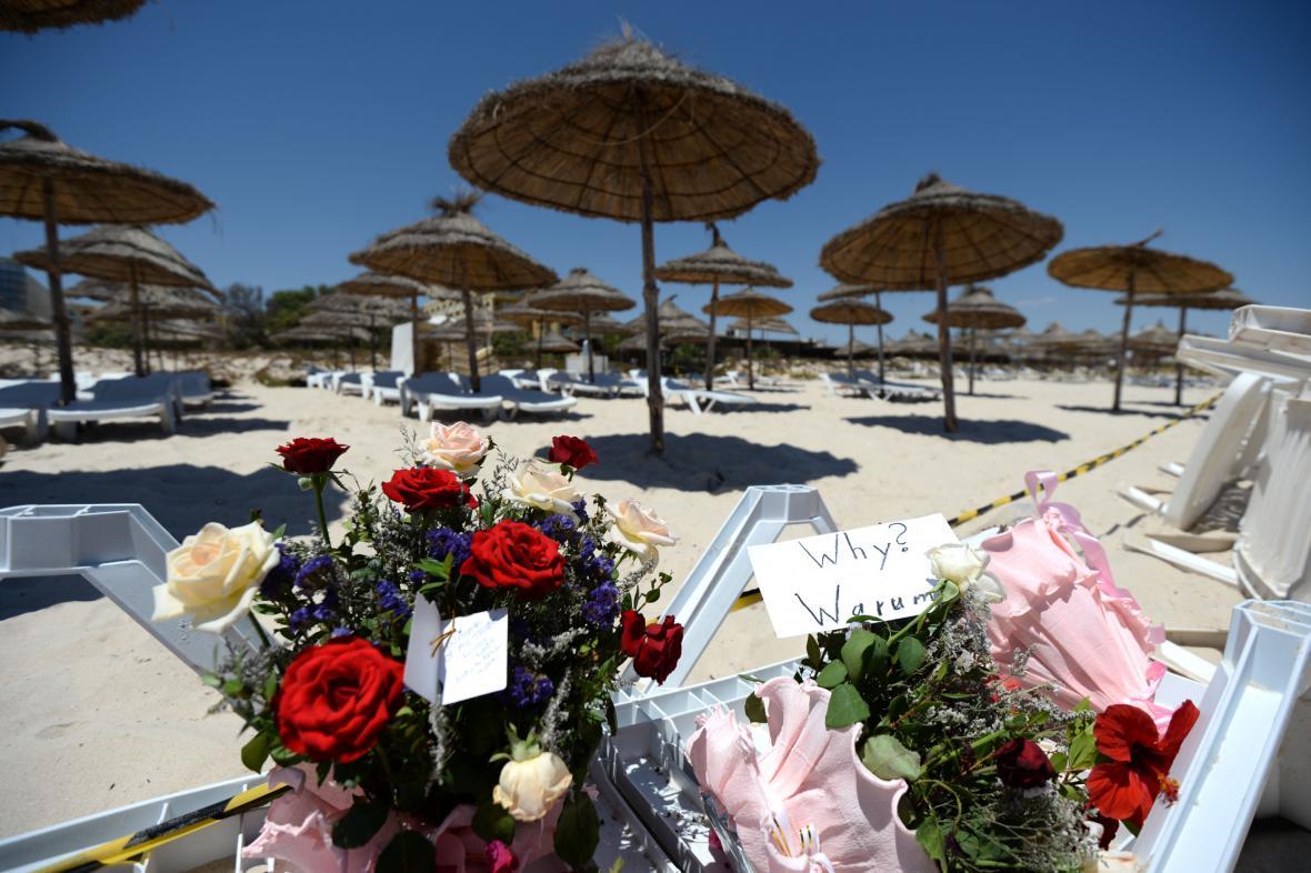 Květiny na pláži v Sousse