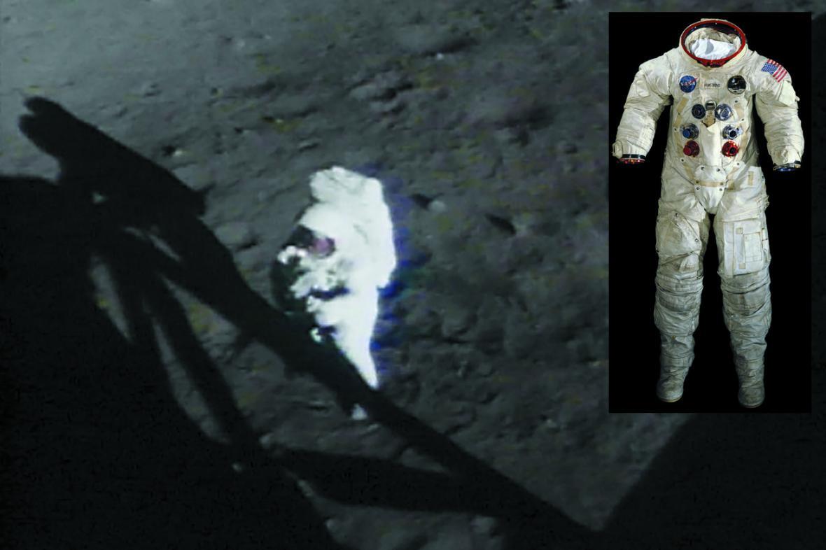 Neil Armstrong a jeho skafandr