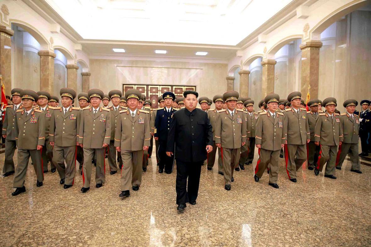 Kim Čong-un se špičkami severokorejské armády