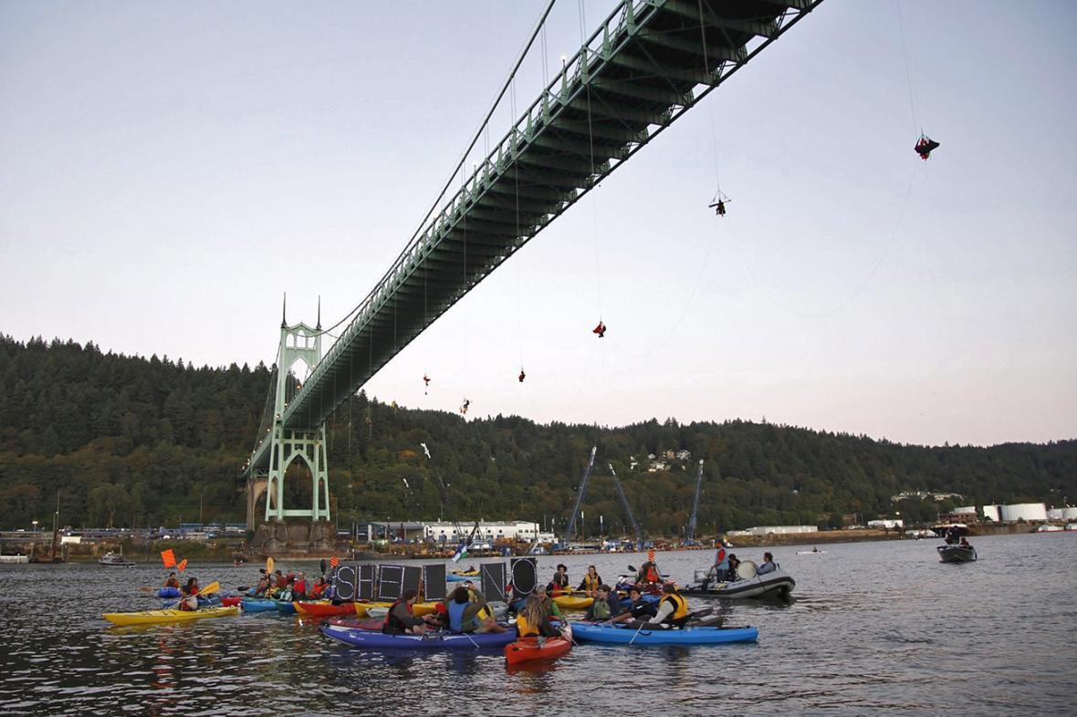 Greenpeace blokovalo vyplutí ledoborce z Portlandu