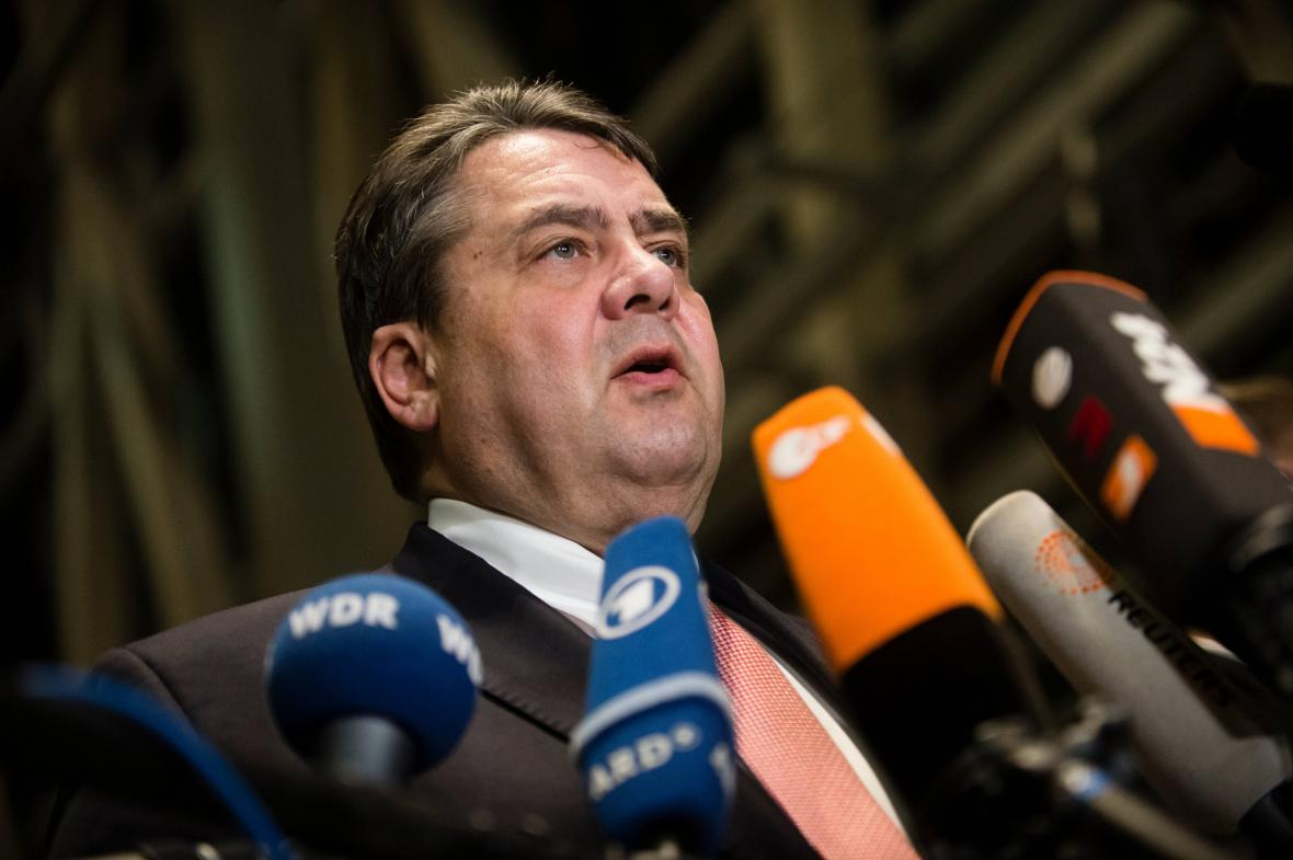 Gabriel po jednání s Merkelovou a Seehoferem
