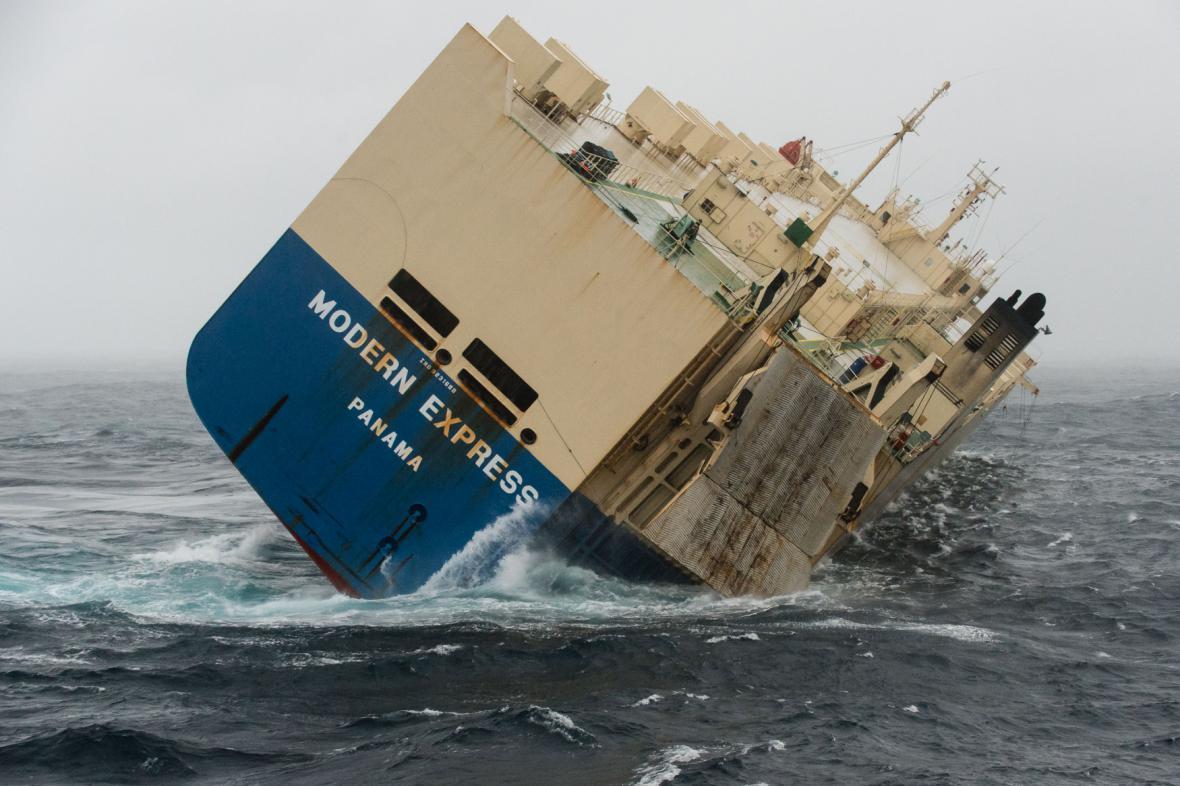 Panamská loď Modern Express u francouzských břehů