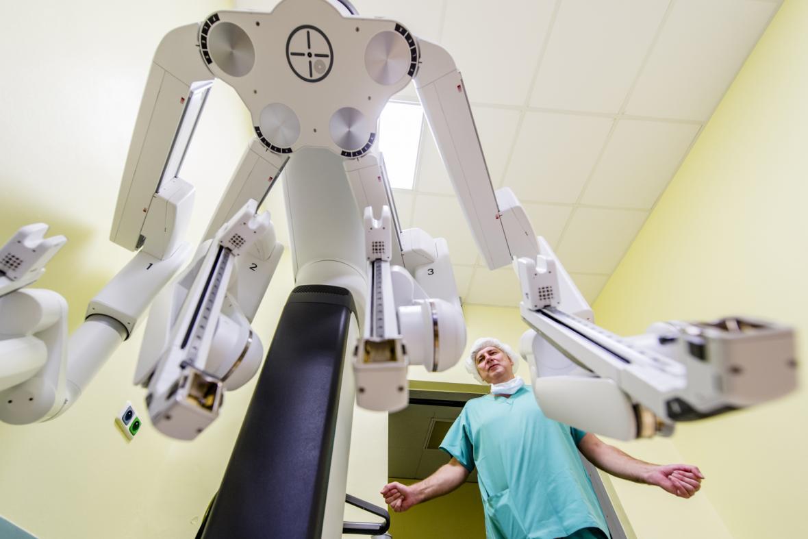 Robotický systém na urologii ve FN HK