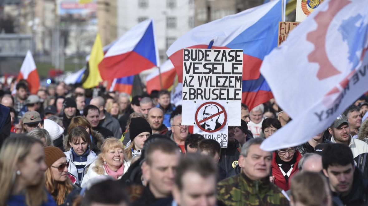 Demonstrace proti protinárodní politice vlády, ilegální imigraci a omezování demokratických svobod, která vyšla z Vítězného náměstí