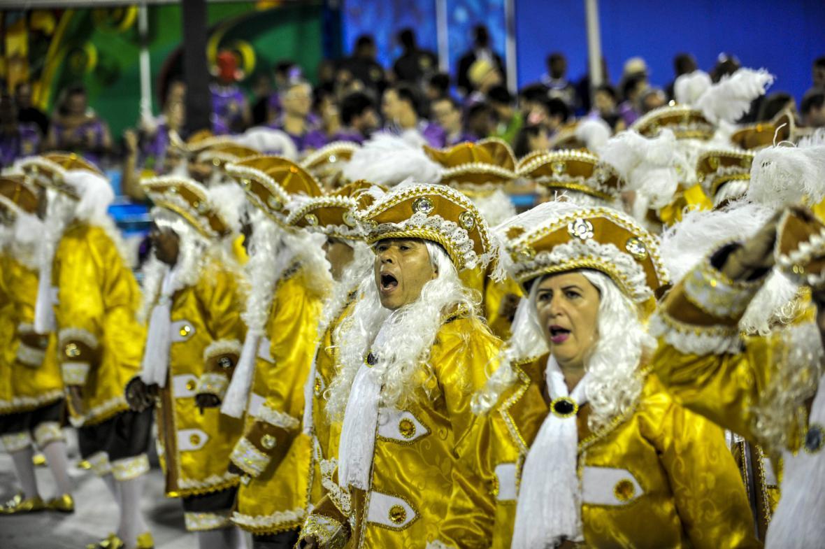 Tanečnice na festivalu v Riu