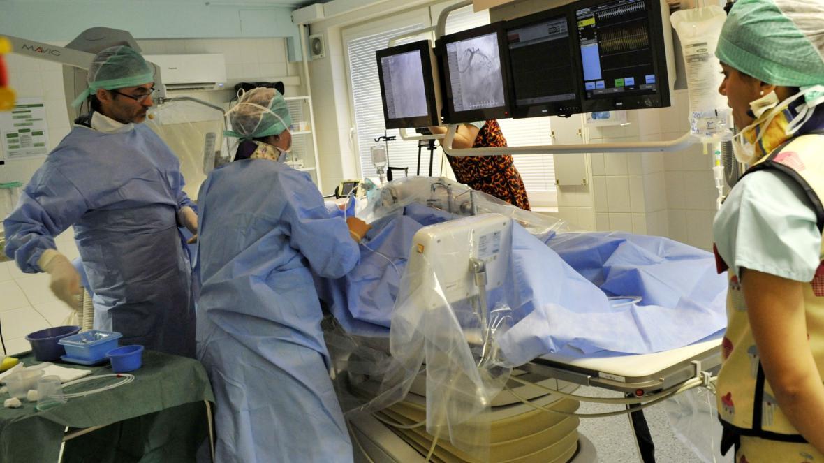 Lékaři kardiocentra karlovarské nemocnice