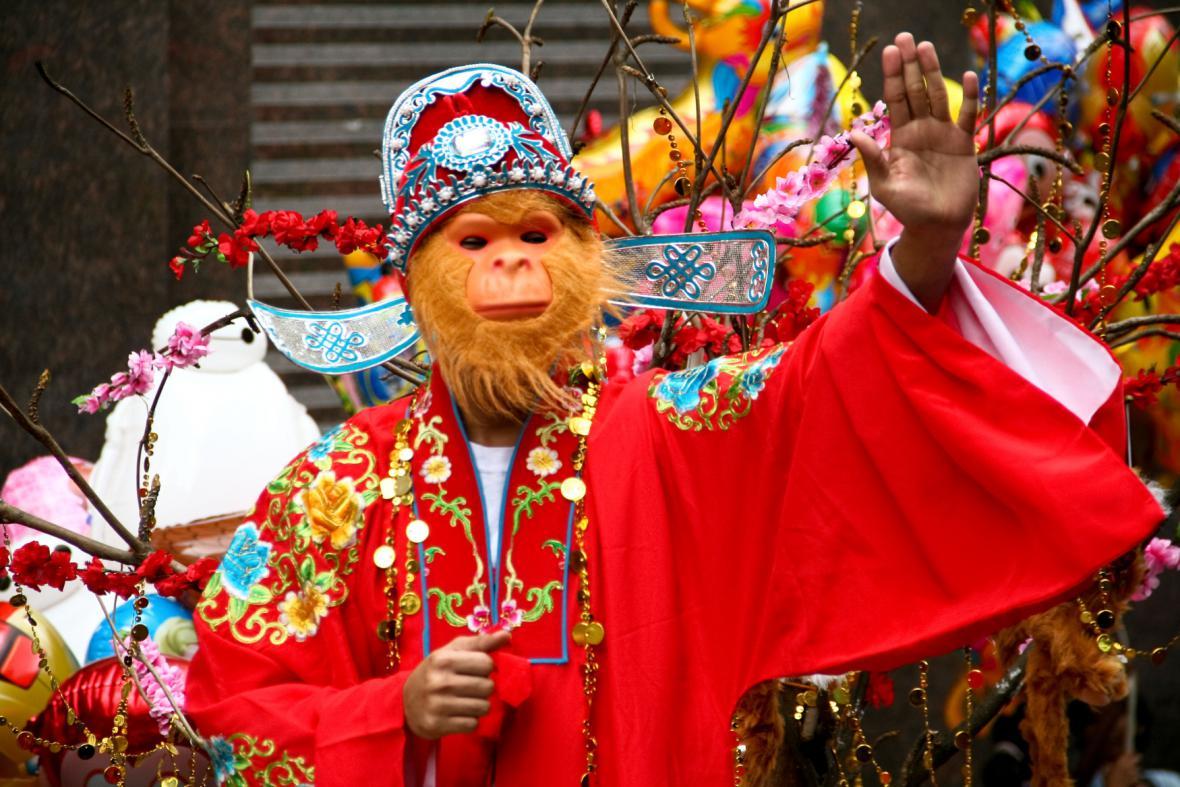 Svět slaví s Čínou nový rok ohnivé Opice