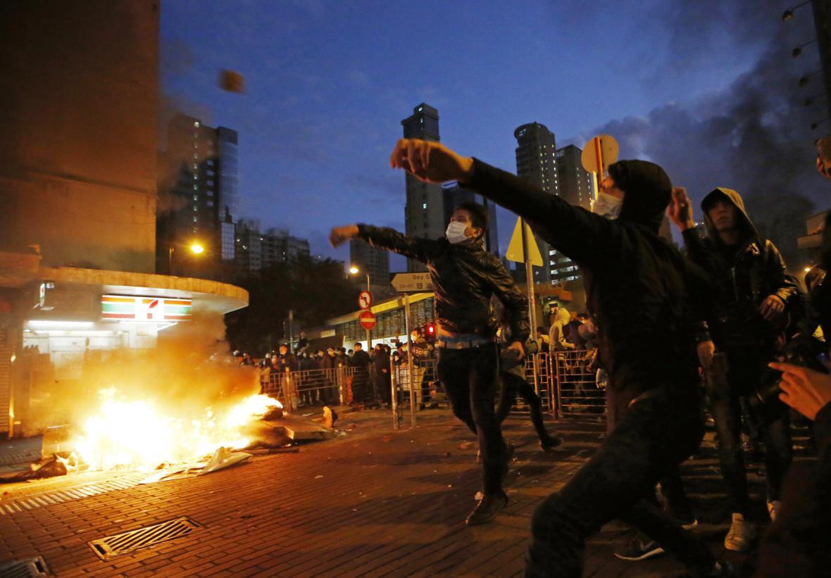 Násilné střety v Hong Kongu