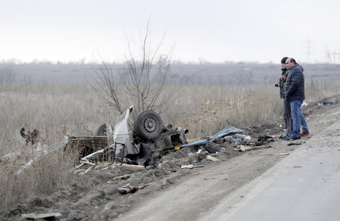 Mikrobus na Ukrajině najel na minu, čtyři lidé nepřežili