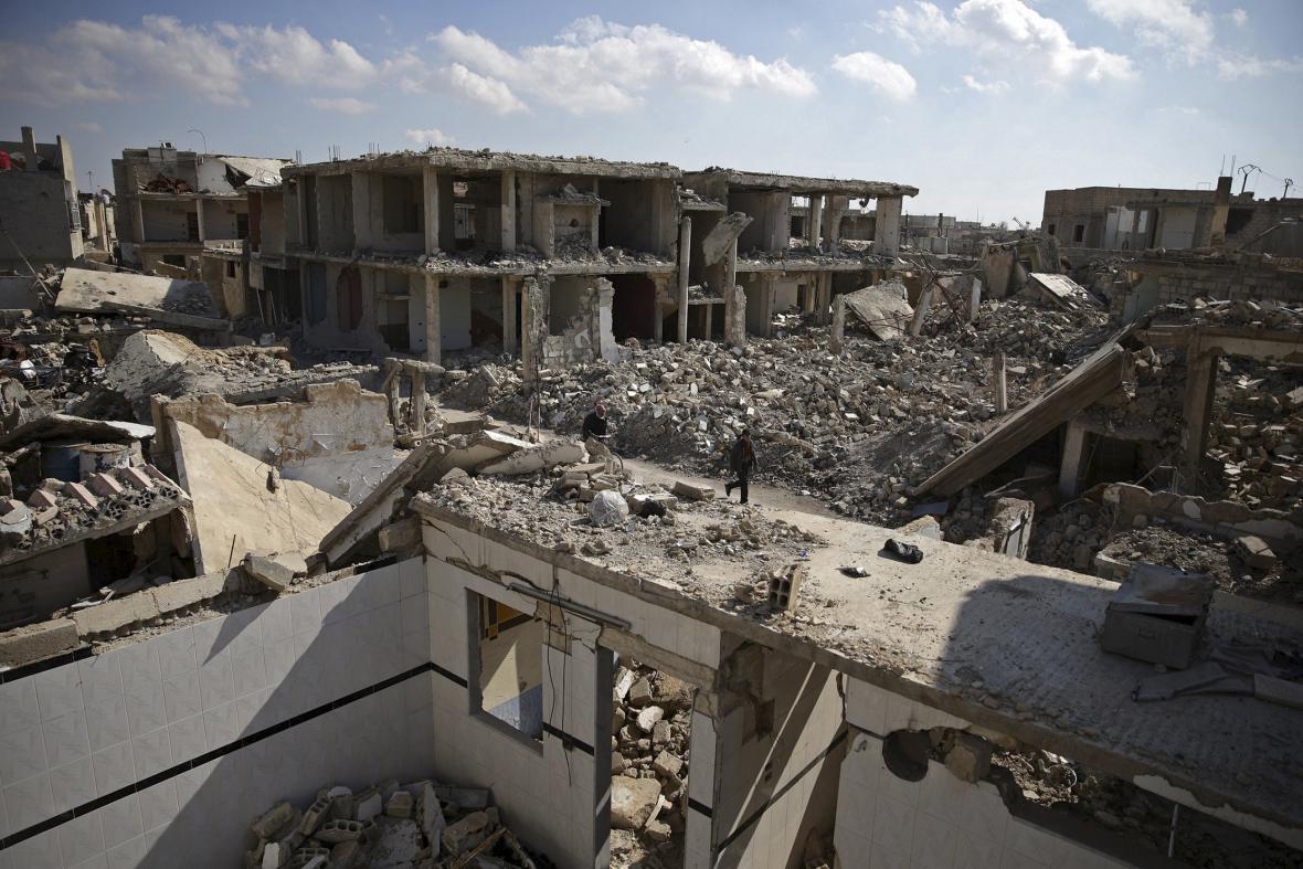 Následky bojů ve městě Duma nedaleko Damašku