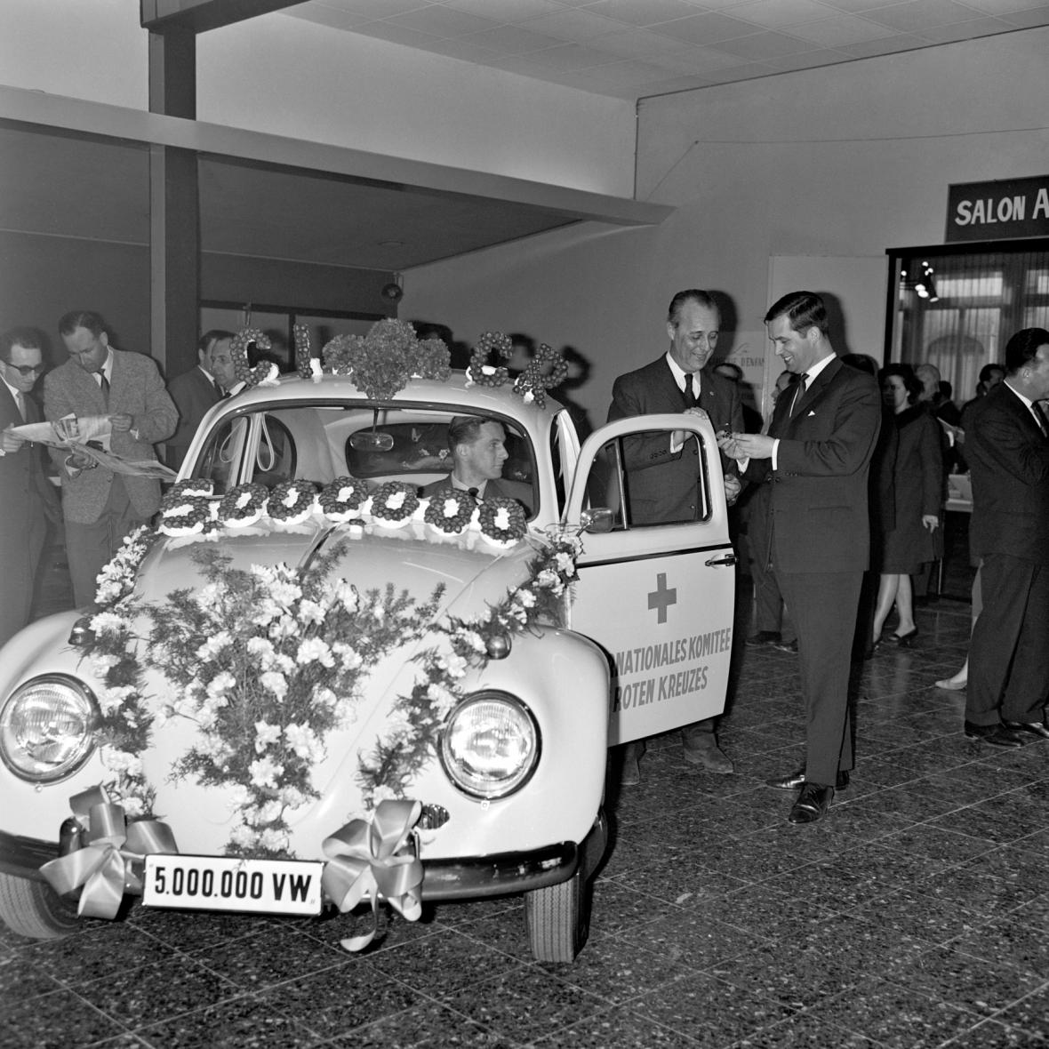 Před 80 lety představil Hitler veřejnosti Brouka jako lidový vůz
