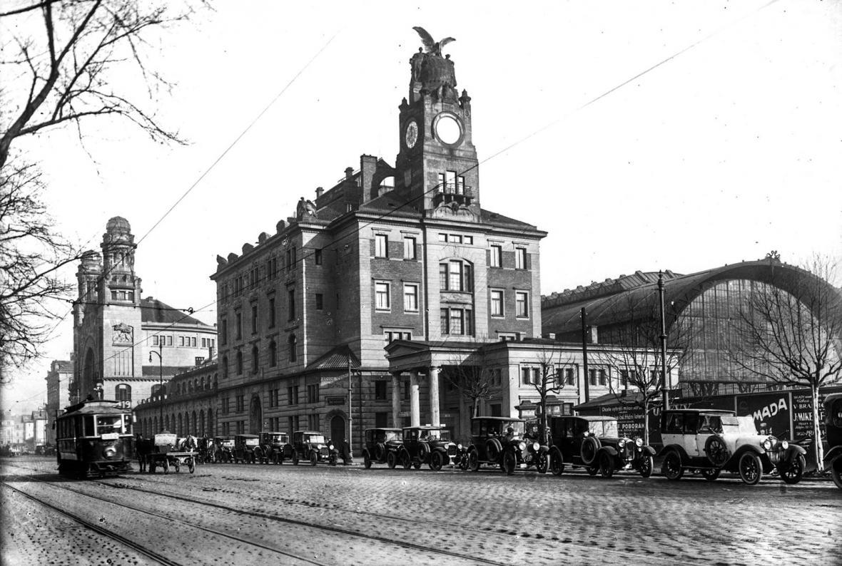 Pojedou tramvaje znovu přes Václavské náměstí?