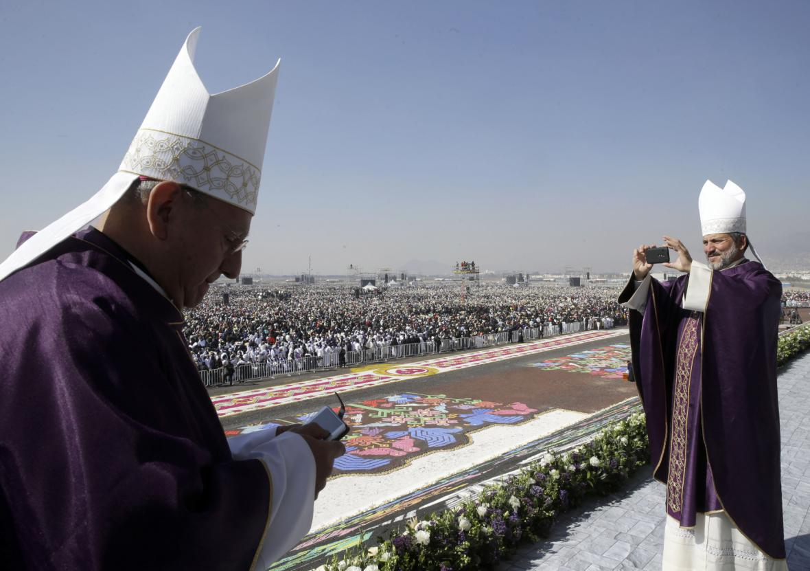František vedl mši v chudinské čtvrti Ecatepek