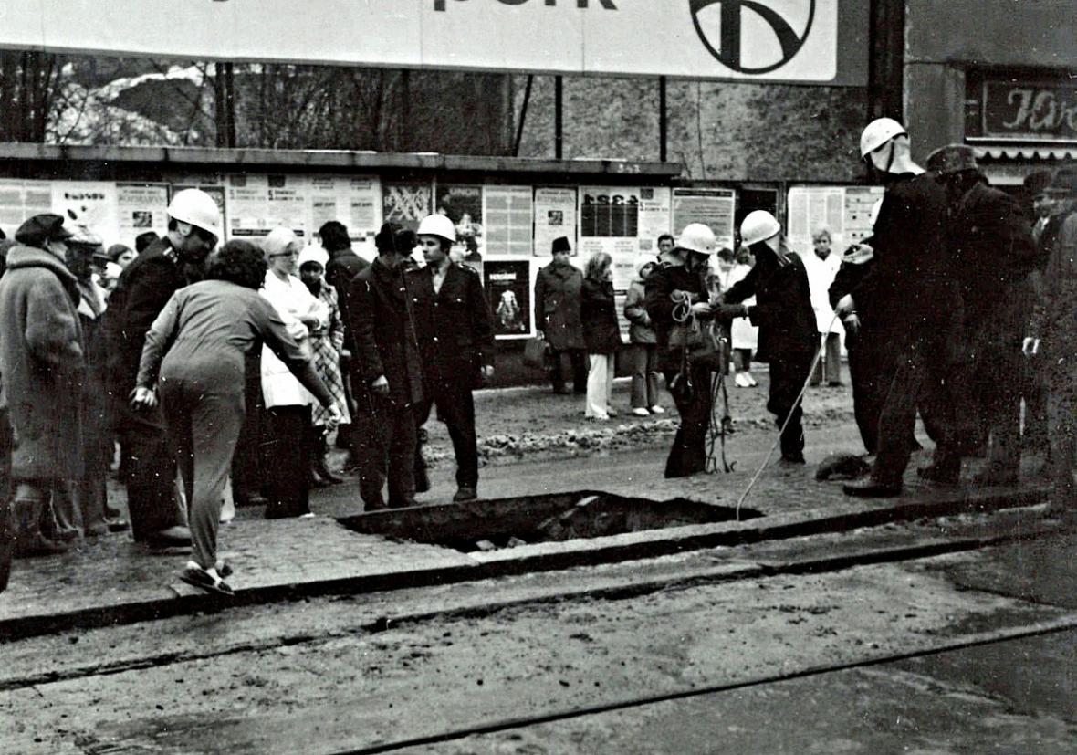 V pekařské ulici se před 40 lety propadli pod zem dva lidé