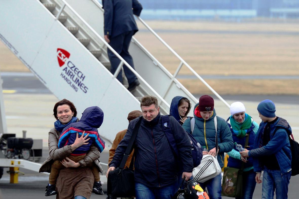 Krajané z Ukrajiny přilétají do Česka