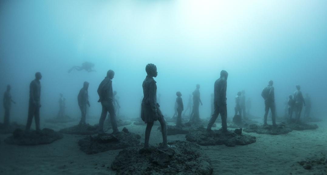 Podmořský sochař vystavuje na dně oceánu