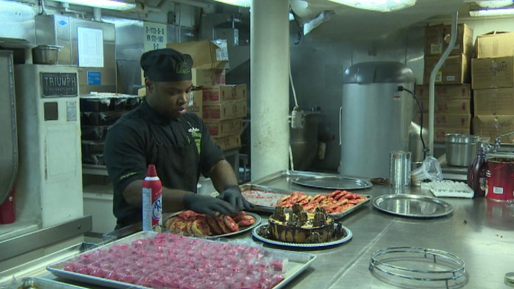 Přes 300 kuchařů připraví denně 15 tisíc jídel